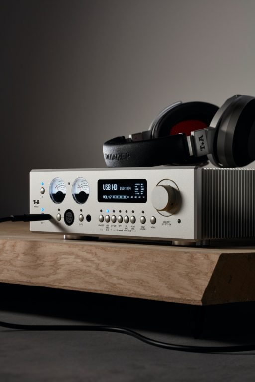 Jetzt verfügbar! Den neuen Kopfhörerverstärker T+A HA200 jetzt testen bei Alex Giese Hannover!